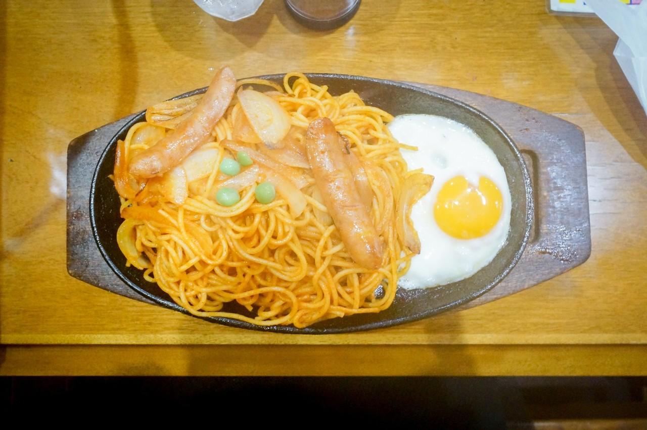 わたし以外のメンバーはほとんど名古屋近郊在住。喫茶店には必ず鉄板プレートのメニューがあるとか、ボトルキープ的なコーヒーチケット制度があるとか、この辺りは500円でランチが食べられるとか色々と教わる。