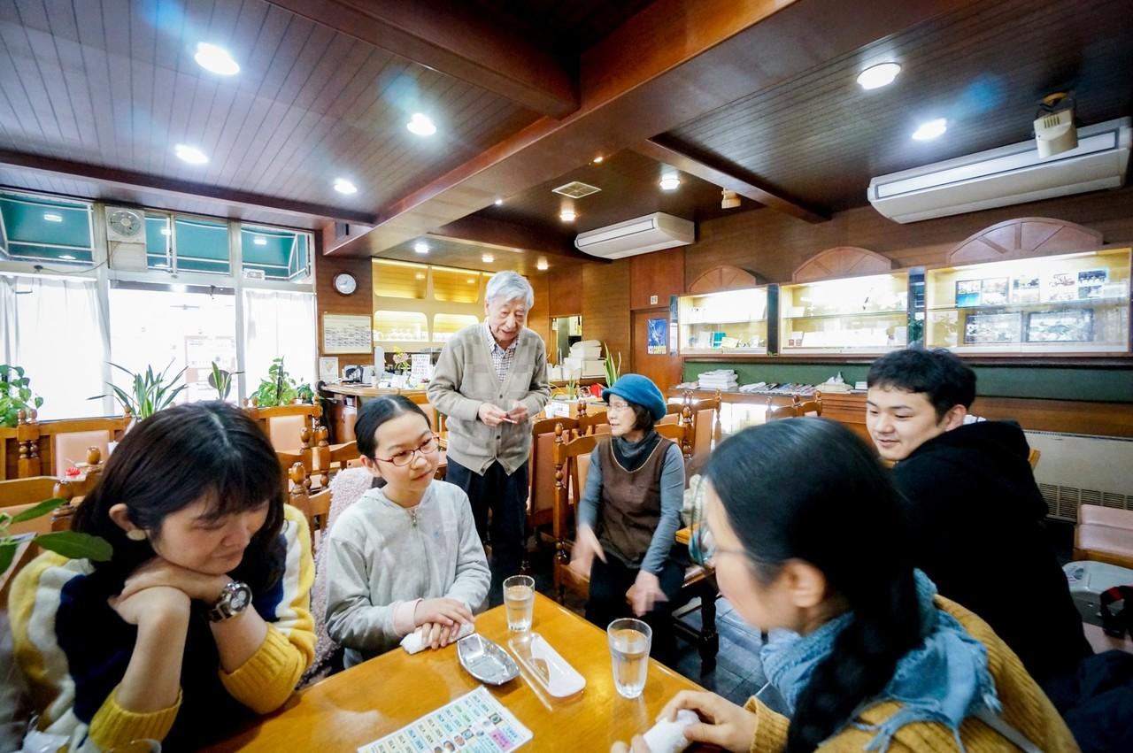 「みなとまちのランチ」がお題だったので、ひとまずチームでランチへ。わたしたちは純喫茶で食事をとることに。みなとまちは喫茶店だらけ!