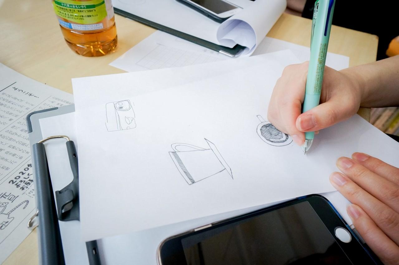 「カットだ! カットが必要だ! 」と、その場でみんなでイラスト素材も描いた。イラストは何を切り取るのかがポイント。